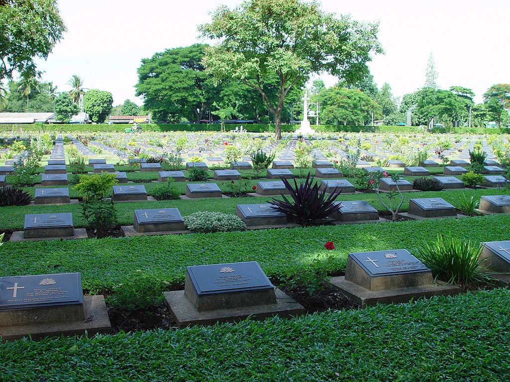 10 ที่เที่ยวเเสนงามของกาญจนบุรี-สุสานทหารสัมพันธมิตรดอนรัก