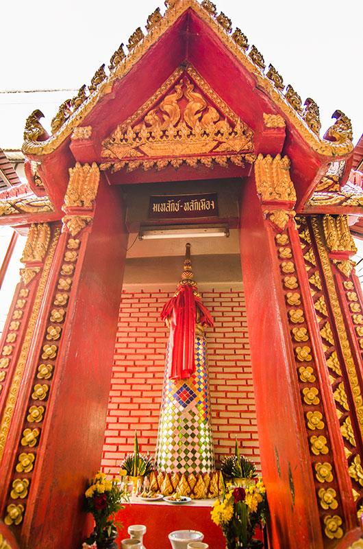 10 สถานที่ท่องเที่ยวสุดชิลในมุกดาหาร-ศาลเจ้าพ่อเจ้าฟ้ามุงเมือ