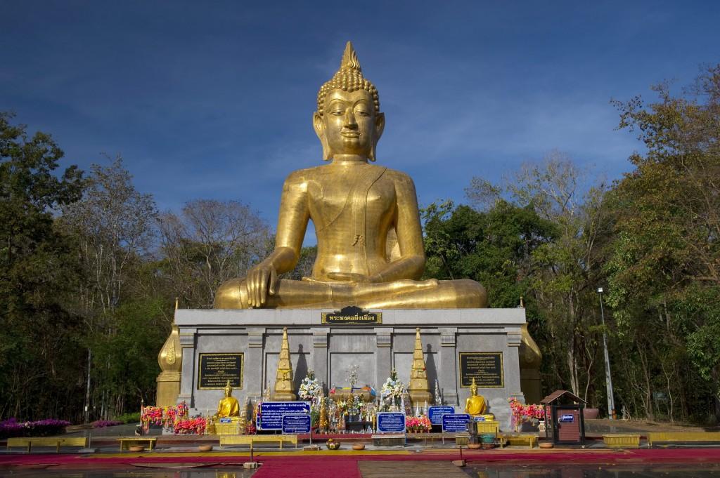 10 เเหล่งท่องเที่ยวดังของมหาสารคาม-พระพุทธรูปมิ่งเมือง